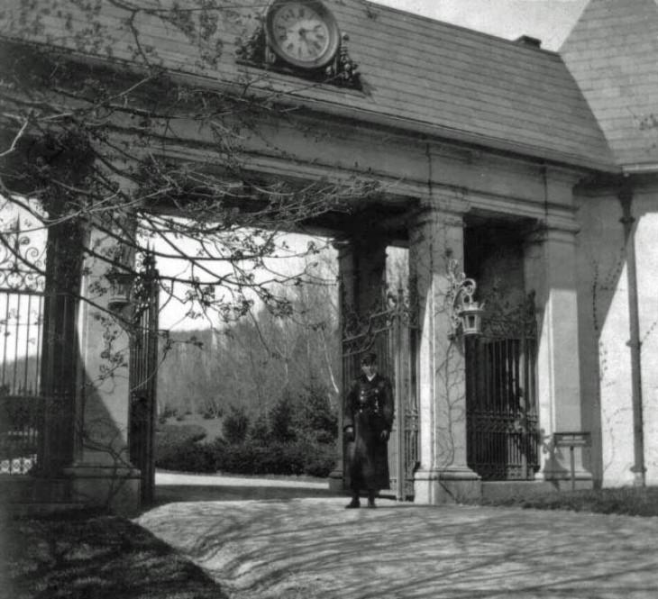 Gatehousewithgatekeeper BLC1 edited 1